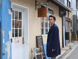 和田欣也さん。がもよんの町を歩くと、皆が声をかけてくる有名人